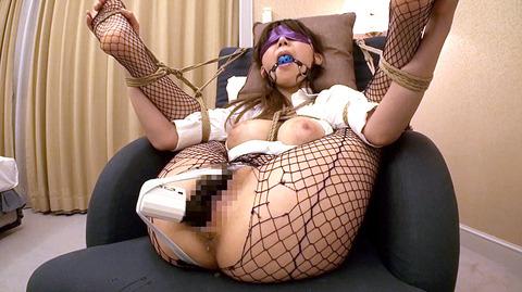 知花メイサ ビンタ されて奴隷フェラさせられる女のAVエロ画像 31