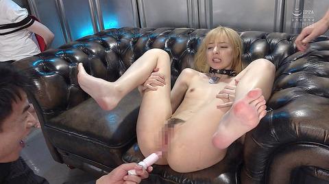 西田カリナ 強烈鞭打ち調教 足舐め 排泄管理される女AVエロ画像 158