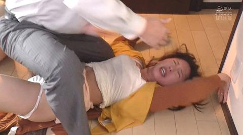 松ゆきの_ビンタ暴行乱暴暴力で踏み付レイプされる女のAVエロ画像194