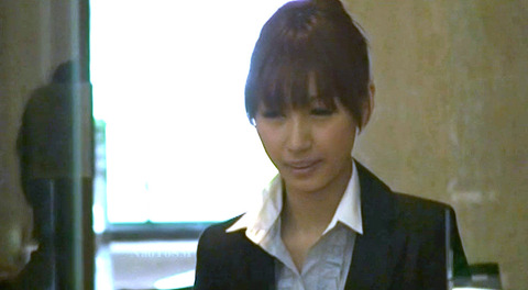 綾瀬ティアラ ビンタされてフェラ奴隷に調教される惨めな女 01