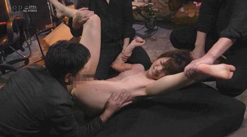 市川まさみ 監禁 暴行 強制集団強姦される女のAVエロ画像 124