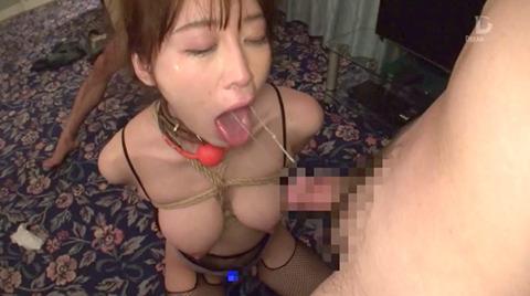 篠田ゆう バイブ固定でビンタされて集団凌辱される女のエロ画像 26