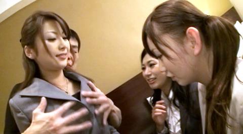 叶志穂 友達の前でフェラチオ強要させられる女の画像09