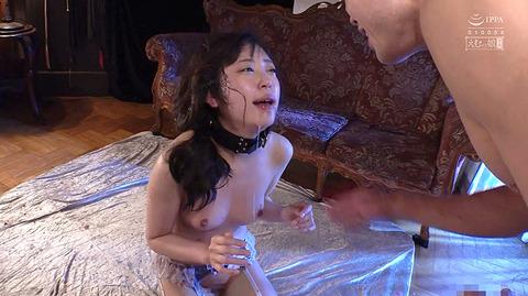 加賀美さら 惨めSM奴隷調教 踏まれてビンタされる女のAVエロ画像 72