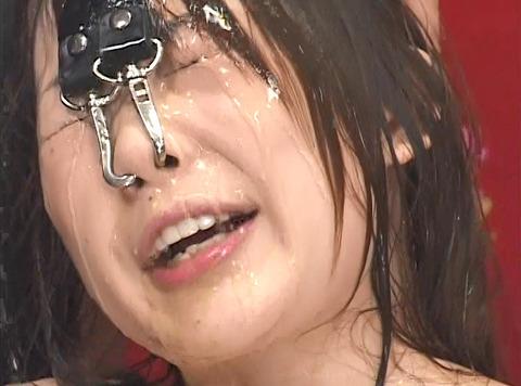 長谷川ちひろ 尿責め 残酷に尿を掛けられ続ける惨めな女のAV画像 08