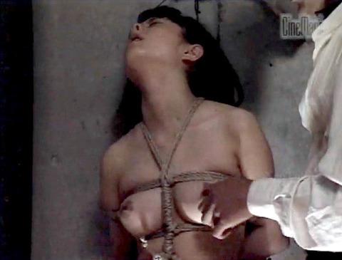 栗田もも 徹底鞭打ち 残酷拷問 エロ画像 24