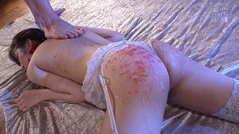 加賀美さら 惨めSM奴隷調教 踏まれてビンタされる女のAVエロ画像 59