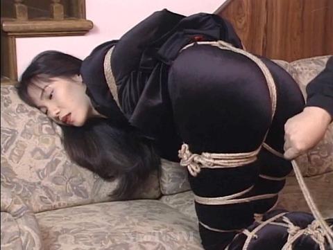 山口珠理20代 拷問緊縛でがちがちに縛られる女の画像 02