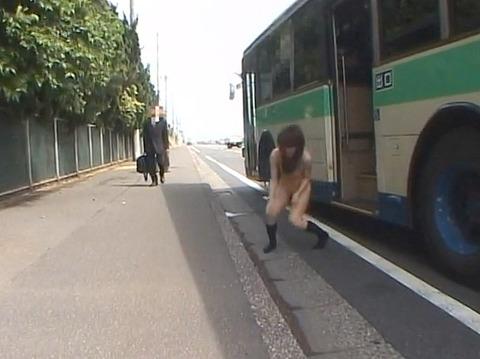 犯されて全裸で路上放置される女253_09