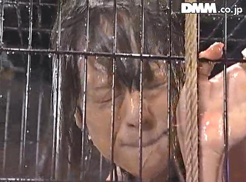高瀬りな 街中でビンタされて 一本鞭で調教される女の画像 30