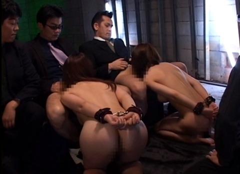 女が並んでフェラ奉仕をさせられる 奴隷色のステージ AVエロビデオ