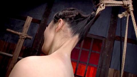 髪の毛を引っ張り上げられ SM拷問 一本鞭画像 神納花28