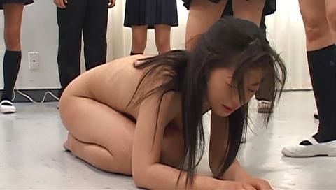 集団虐めをされる女 SMビデオ画像 初美沙希36