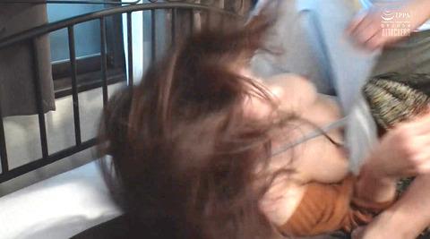 松ゆきの_踏み付けレイプ飲尿強要ビンタ暴行される女AVエロ画像242