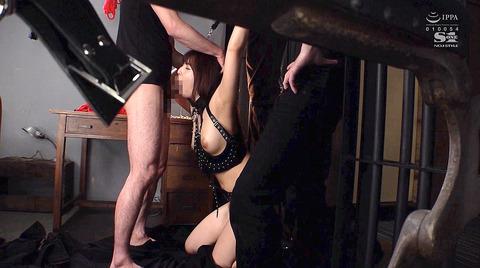 三上悠亜 BDSM 拘束されて犯される女の画像 12