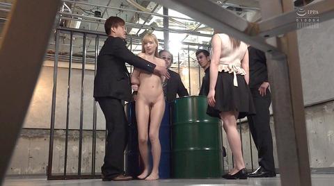 西田カリナ 強烈鞭打ち調教 足舐め 排泄管理される女AVエロ画像 114