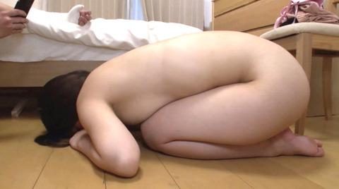 玉木くるみ 全裸土下座強要されて土下座する女がエロイAV画像 06