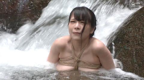 美らかのん 野外露出 野外SM調教 冷水水責めされる女 AVエロ画像 30