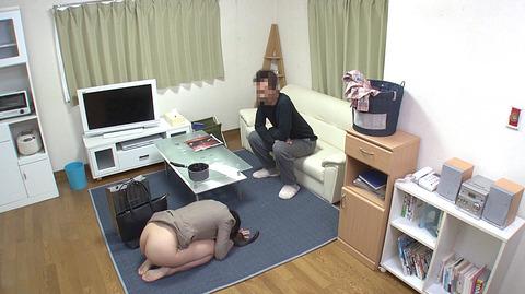 水嶋アリス 土下座して謝り服従する女のエロAV画像6