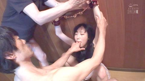 黒崎さく=水責め強制イラマチオ/公開羞恥調教される女のエロ画像58