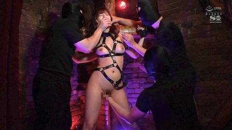 三上悠亜 BDSM 拘束されて犯される女の画像 03