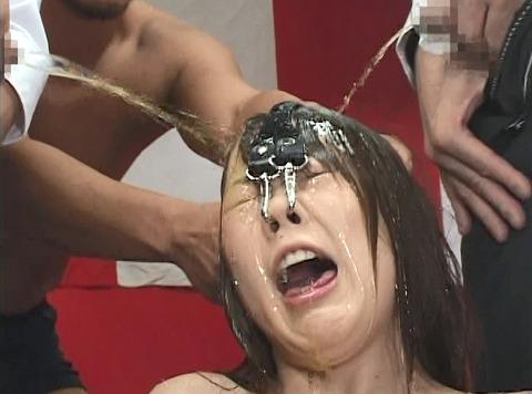 長谷川ちひろ 尿責め 残酷に尿を掛けられ続ける惨めな女のAV画像 18