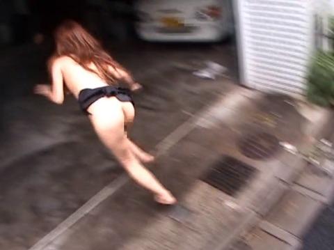 痴漢されて全裸路上放置される女256_24