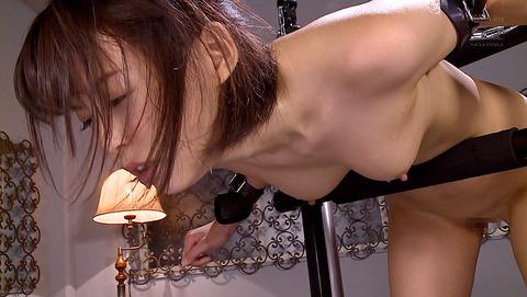 葵つかさ 拘束具に固定されて 欲望のままに犯される女の画像93