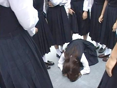 長谷川さやか 残酷な女同士の集団いじめ 集団レズリンチ 画像 03