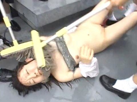 長谷川さやか 残酷な女同士の集団いじめ 集団レズリンチ 画像 31