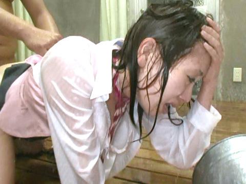 安田美樹 ずぶぬれで犯される女 集団強姦画像28