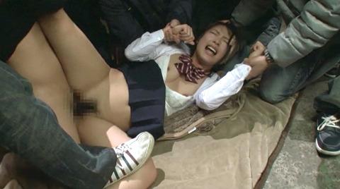 阿部乃みく 集団強姦 乱雑踏まれビンタレイプされる女エロAV画像126
