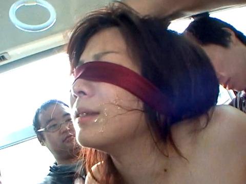 秋元美由 集団痴漢に会い全裸で路上放置される女255_07