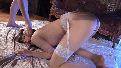 加賀美さら 惨めSM奴隷調教 踏まれてビンタされる女のAVエロ画像 50