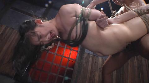 宮崎あや 残酷SM調教 一本鞭 吊られて一本鞭 拷問調教される女 50