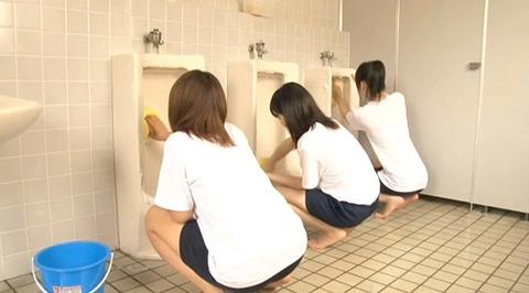 男子便所を素手で掃除する女の画像227