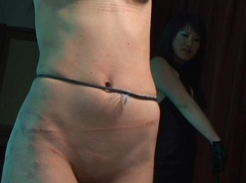 一本鞭とビンタでSM調教される女 星野めぐ画像21