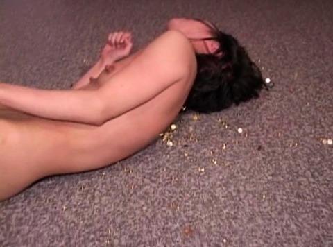 画鋲の上に寝かされる 拷問 虐待 失神 女優がかわいそうな AVビデオ