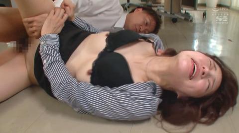 天使もえ 強引に犯されて 強制フェラさせられる女の AV画像 15