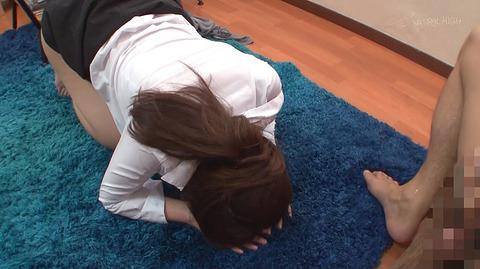 桃瀬ゆり 土下座して謝る女のエロ画像12