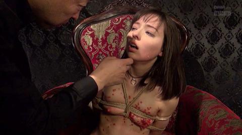 西田カリナ ビンタ 強烈鞭打ち 強制SM調教される女のエロAV画像 49