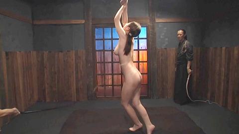 鶴田かな 一本鞭 強制飲尿 拷問SM調教エロAV画像 35