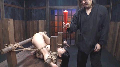 星川麻紀 一本鞭乱打責め 強制飲尿 SM調教される女のAV画像 04