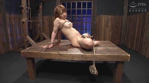 麻里梨夏 強制フェラ ビンタ鞭打ち SM性玩具にされる女の画像 57
