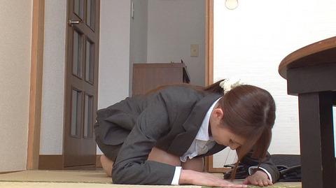 三原ほのか 土下座する女のエロ画像2