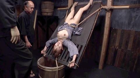 美咲結衣 SM拷問調教 苦痛の石抱正座 ビンタSM調教画像167