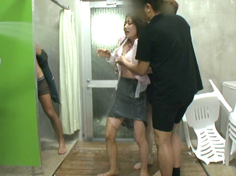 安田美樹 ずぶぬれで犯される女 集団強姦画像08