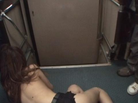 痴漢されて全裸路上放置される女256_22