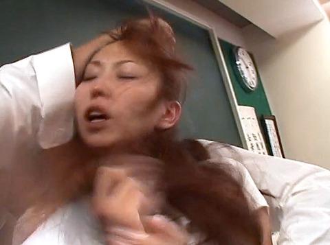 鷹宮りょう 暴虐 ビンタ 集団レイプされる女のAVエロ画像06