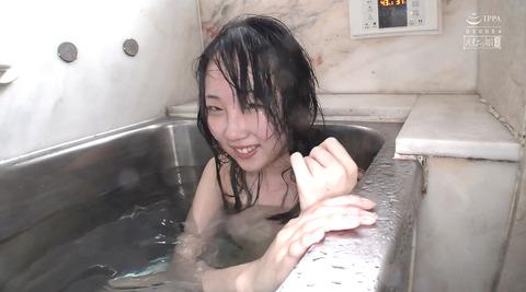 黒崎さく=水責め強制イラマチオ/公開羞恥調教される女のエロ画像80